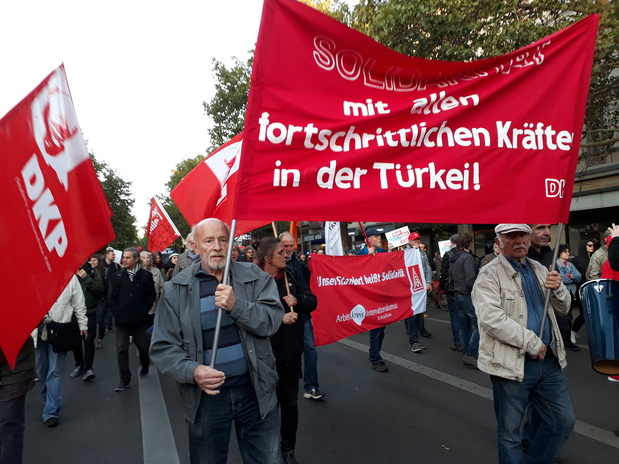 small anti erdogan Demo1